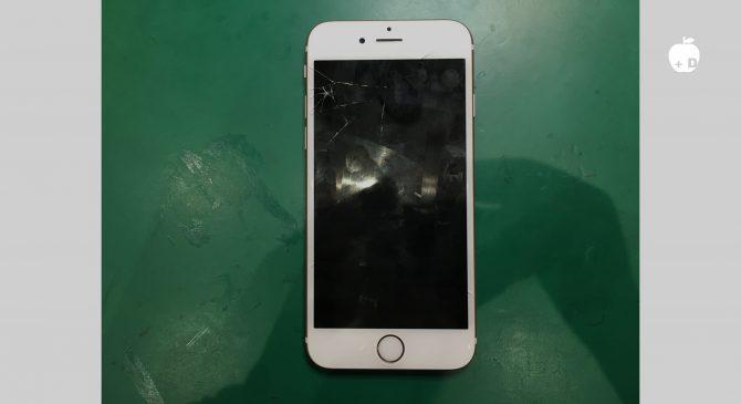 右上のガラスが割れているだけでなく画面も映らない状態です。